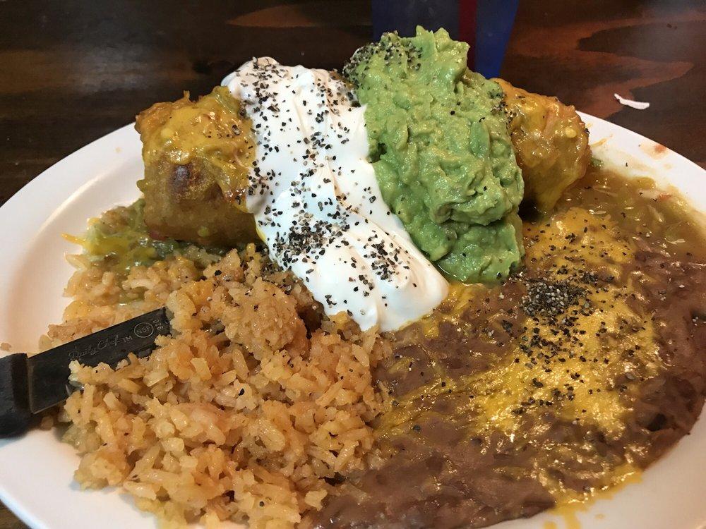Bojo's Grill & Sports Club: 113 W 2nd St, Winslow, AZ