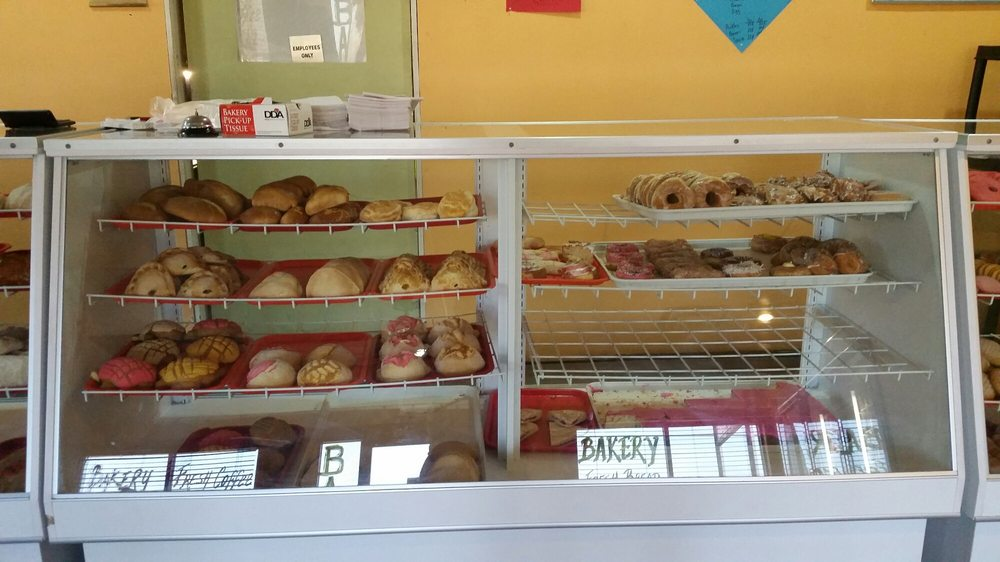 La Familia Bakery: 901 W Corpus Christi St, Beeville, TX