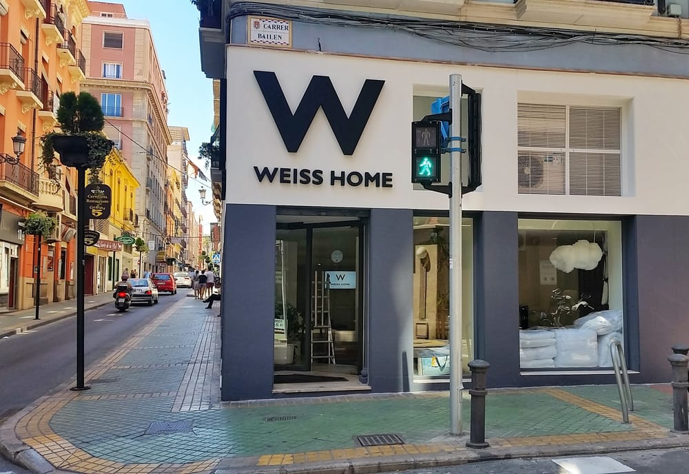 Weiss home tienda de muebles calle bail n 11 for Telefono registro bienes muebles madrid