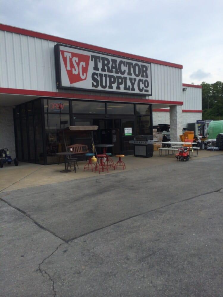 Tractor Supply Co: 1640 W College St, Pulaski, TN
