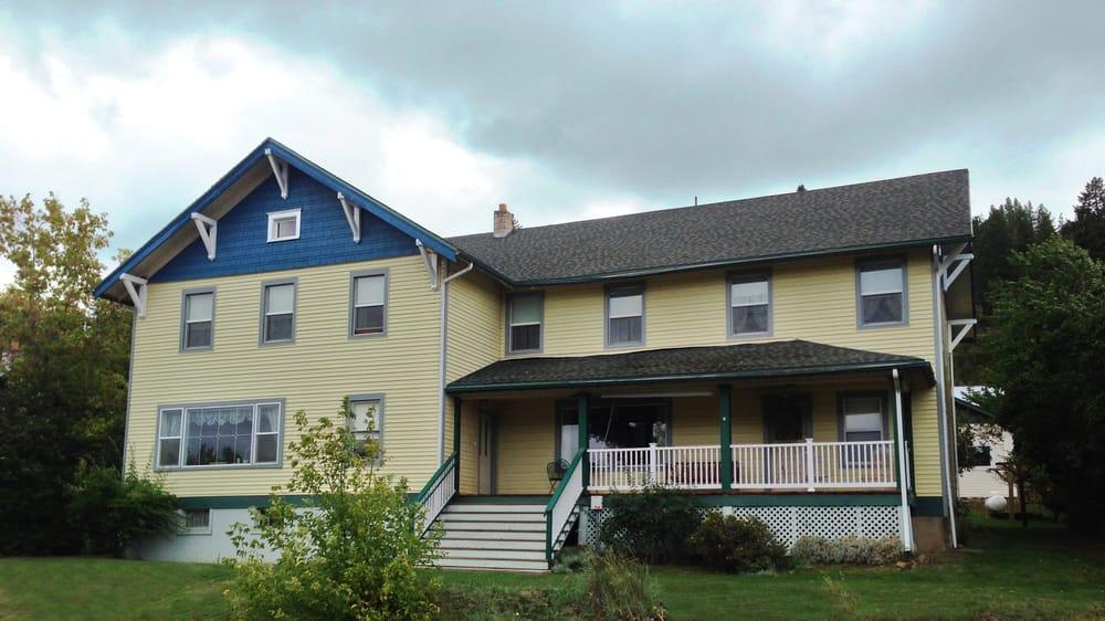 Osprey Inn B & B: 134 N Frederick Ave, Harrison, ID