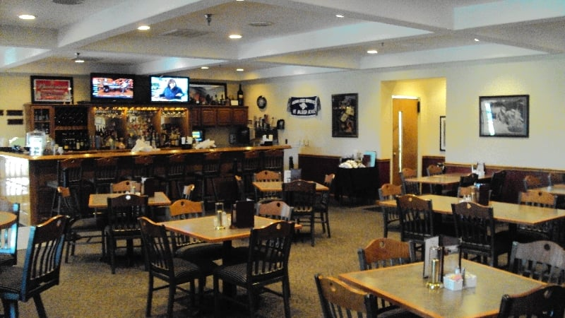 The Dawg Leg Restaurant: 5353 Ryanne Marie Ln, Terre Haute, IN