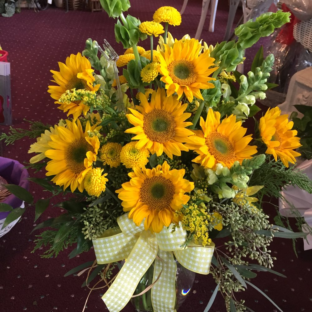 Old Town Flowers & Gifts: 79 Main St, Lilburn, GA