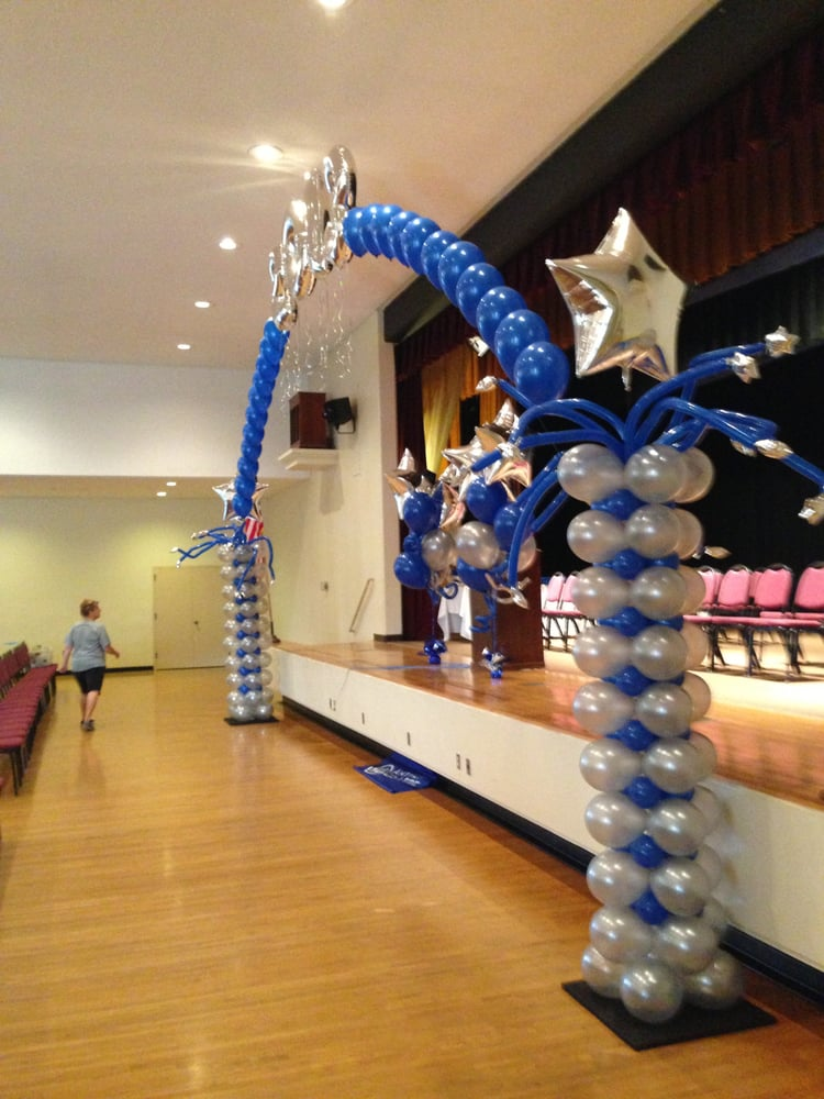 We have the best graduation balloon decor in sacramento for Balloon decoration graduation