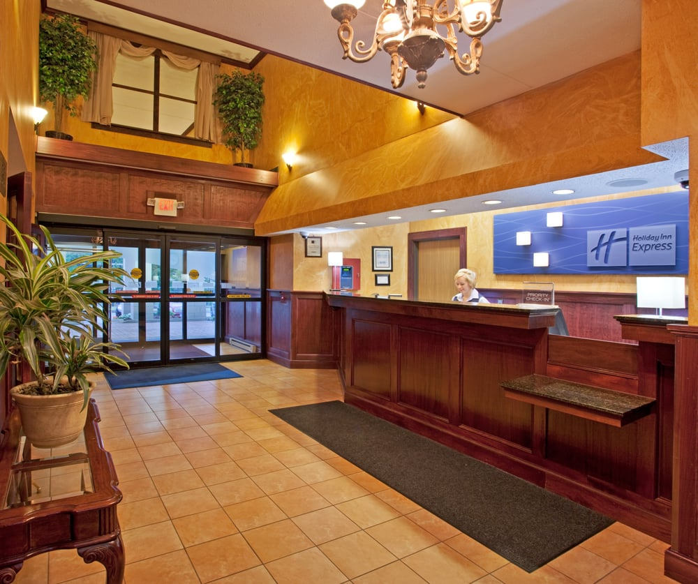 Holiday Inn Express Pittsburgh-North - 10 Photos - Hotels - 10 ...