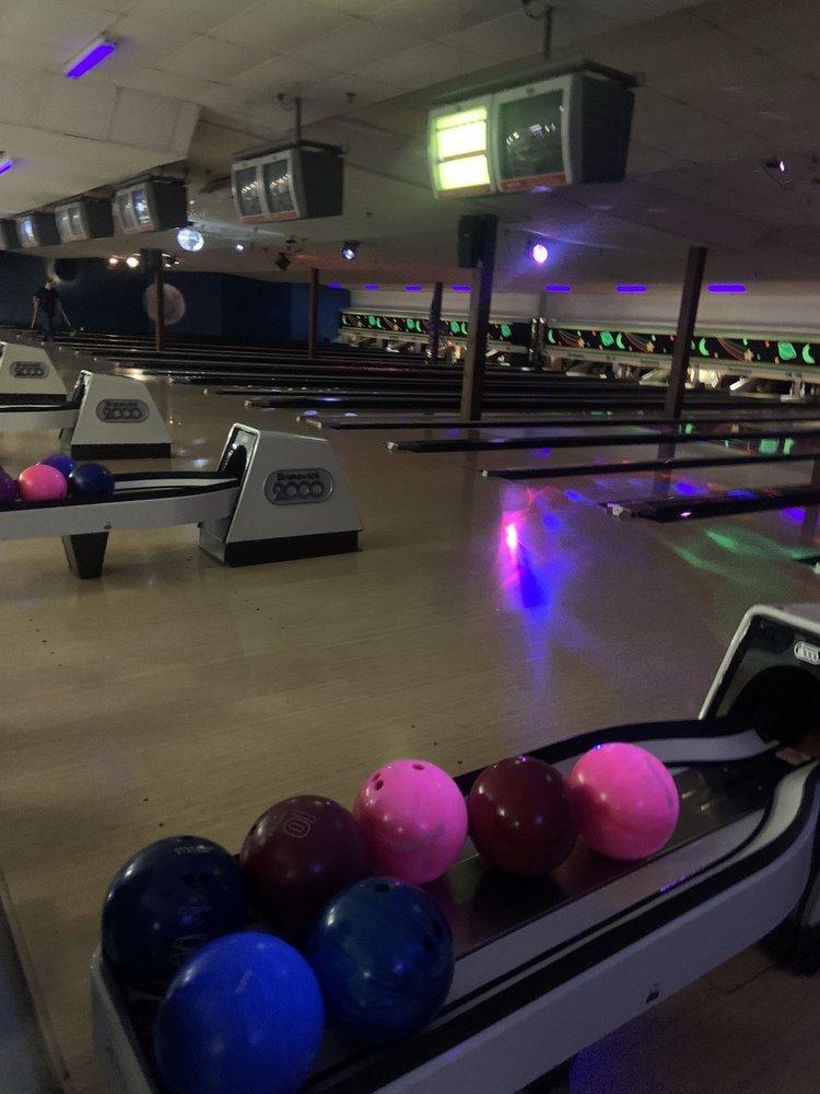Wood Dale Bowl: 155 W Irving Park Rd, Wood Dale, IL