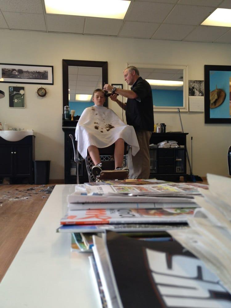 Edgewood Barber Shop: 1420 Meridian E, Milton, WA