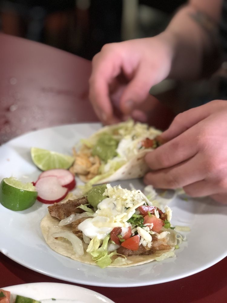Alex's Tacos & Wings: 2202 Circle Dr, Columbia, TN