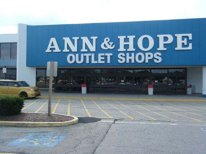 Curtain & Bath Outlet - 15 Photos - Outlet Stores - 1689 Post Rd ...