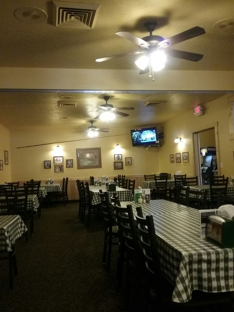 Idaho Pizza Company: 17 W Commercial, Weiser, ID