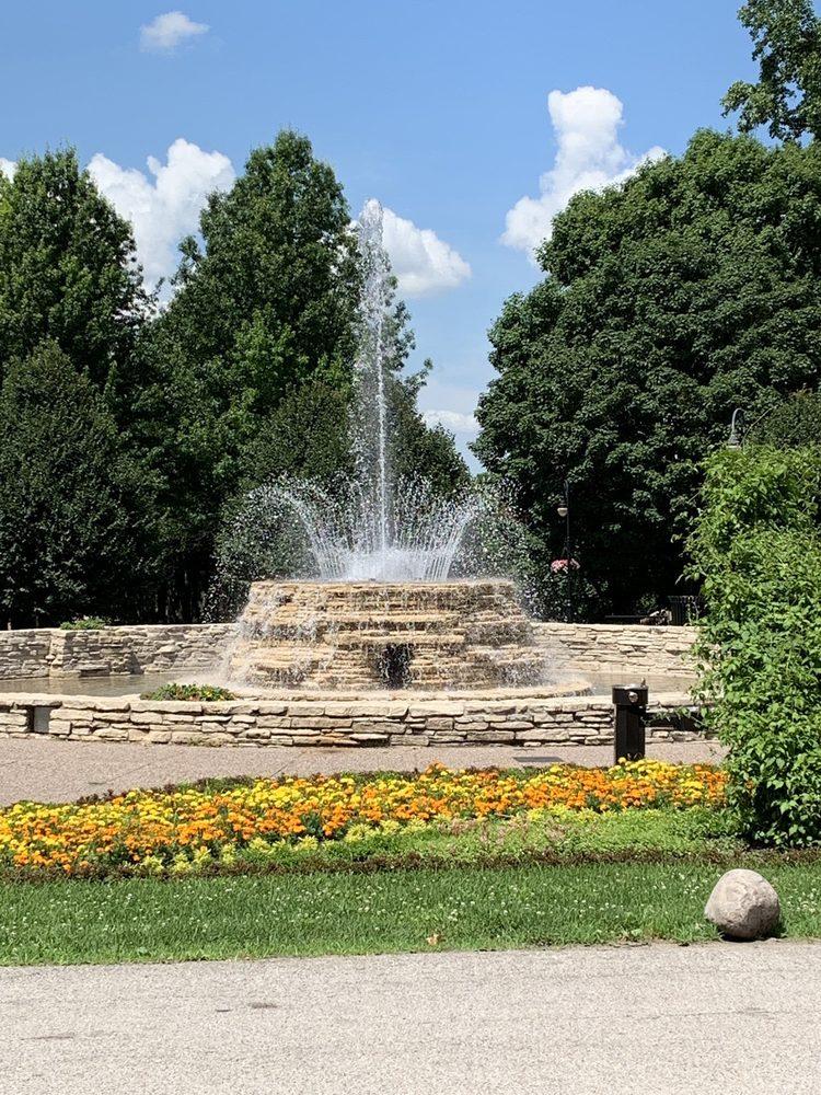 Vander Veer Botanical Park: 215 W Central Park Ave, Davenport, IA