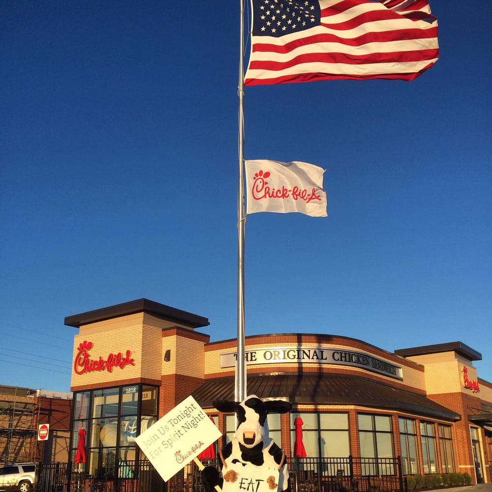 Come visit Chick-fil-A in Dallas – Central & Southwestern for delicious options such as our signature chicken sandwiches, salads, chicken nuggets, and breakfast menu.