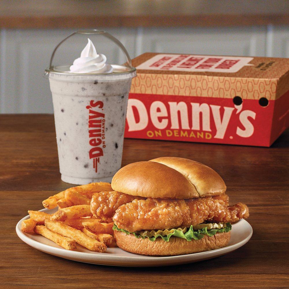 Denny's: 1104 Tuscola Blvd, Tuscola, IL