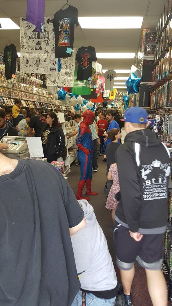 Zapp Comics Cards & Toys: 574 Valley Rd, Wayne, NJ