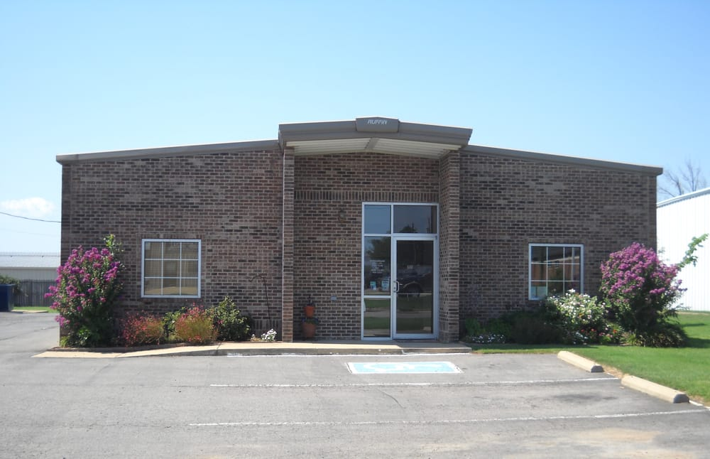 Parkway Animal Hospital: 407 N Elmira Ave, Russellville, AR