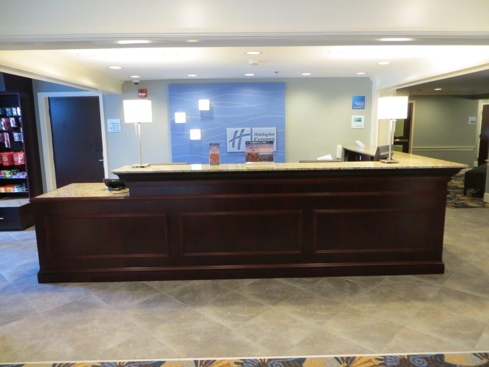 Holiday Inn Express & Suites Merrimack: 4 Amherst Rd, Merrimack, NH