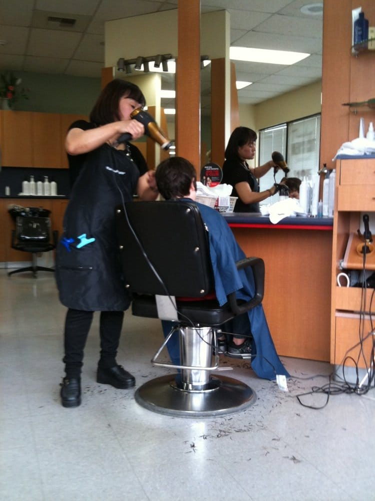 Fantastic sams hair salons hairdressers 9624 14th ave for 14th avenue salon