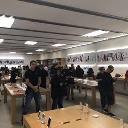 Photo Of Apple Store   Broomfield, CO, United States. Multiple Apple  Employees (