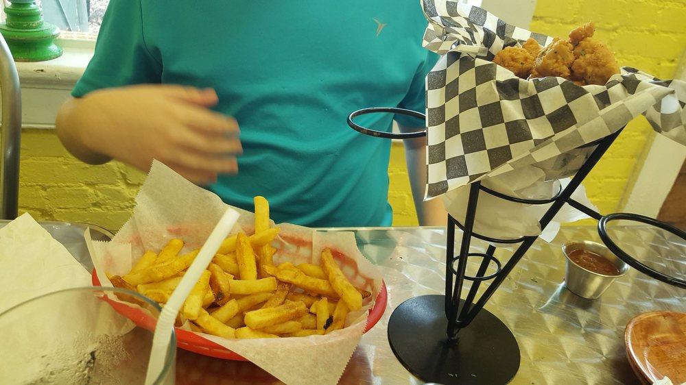 EatZ On The Corner: 100 N Commerce St, Pine Mountain, GA