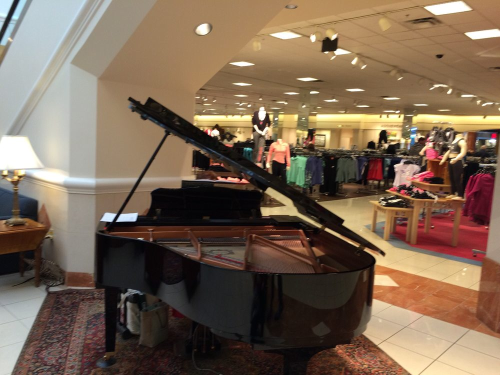Von Maur at Valley West Mall: 1551 Valley W Dr, West Des Moines, IA