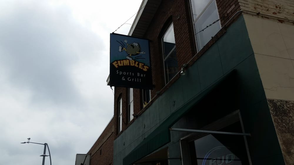Fumbles Sports Bar: 1716 State St, Bettendorf, IA