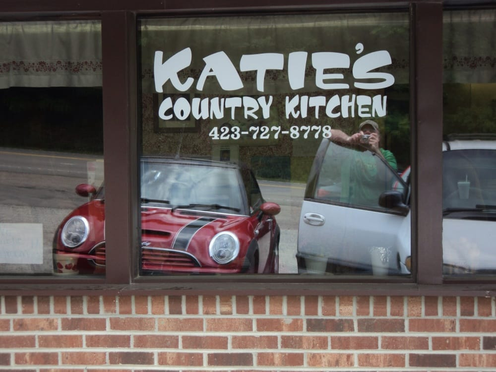 Katie's Country Kitchen: 11504 Hwy 421 S, Trade, TN