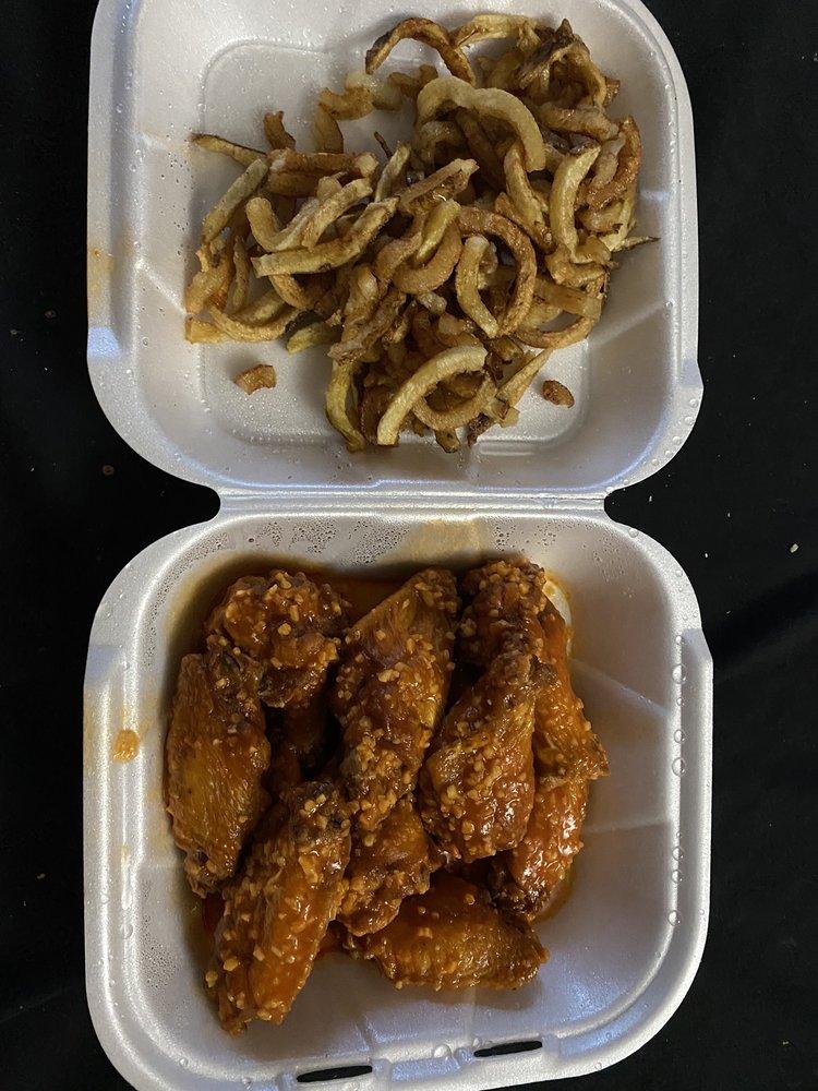 Wingz Wingzz Wingzzz: 452 N Park Ave, Apopka, FL