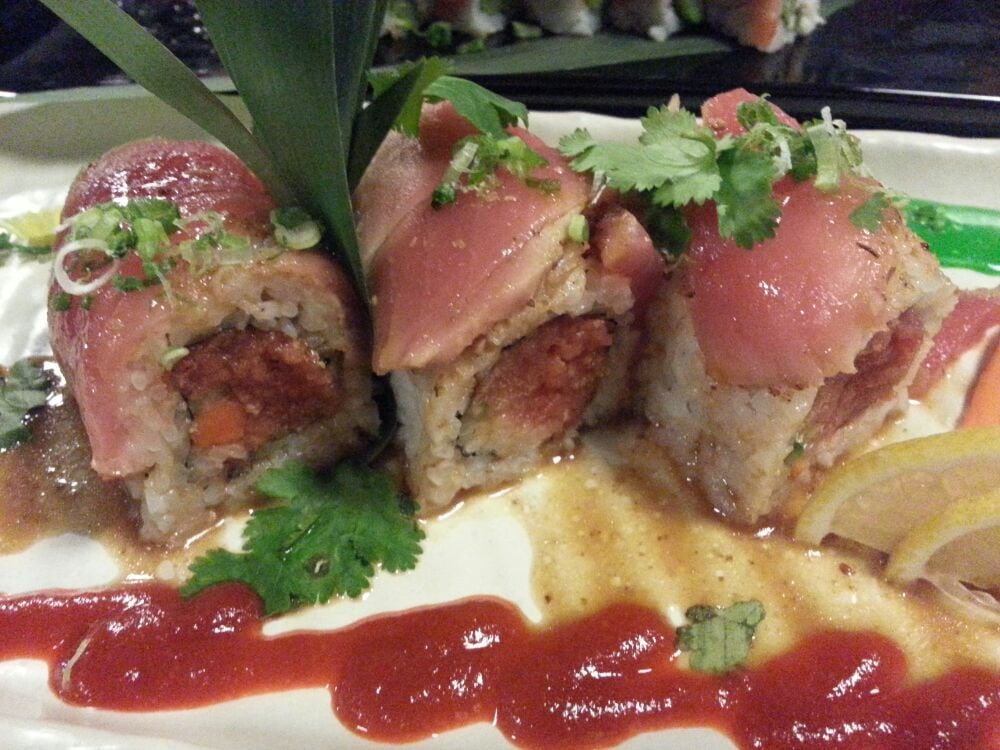 Hottie roll yelp for Aka japanese cuisine lounge