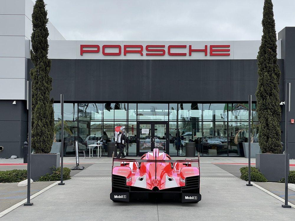 Porsche Experience Center Los Angeles: 19800 South Main St, Carson, CA