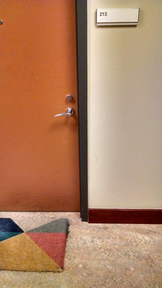 Room213: 701 S Columbia Dr, Decatur, GA