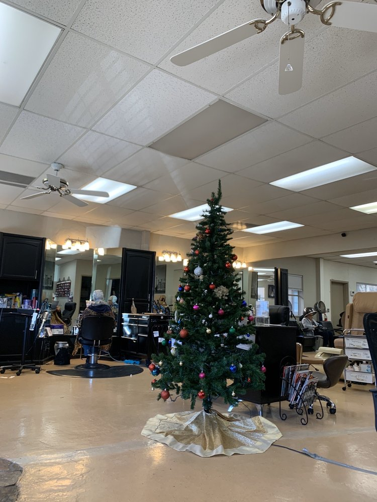 The Cutting Zone Hair & Nail Spa: 265 Tombell Rd, Murphys, CA