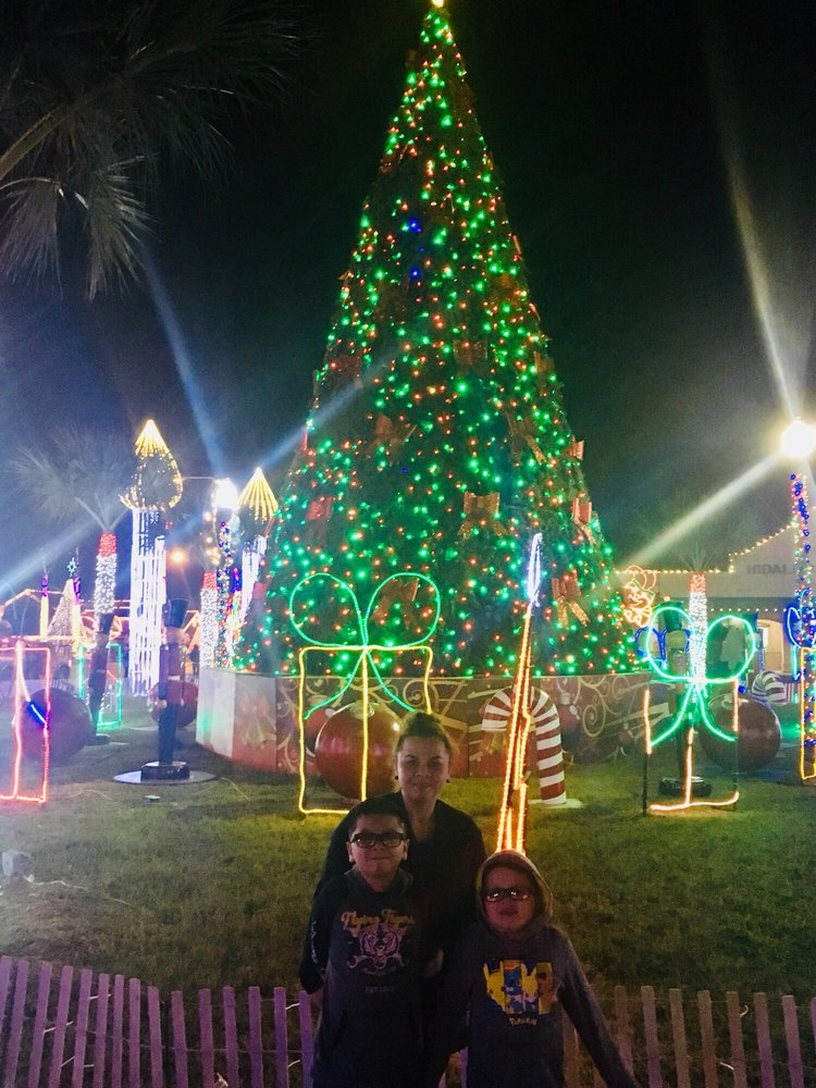 Hidalgo Festival of Lights: 704 E Texano Dr, Hidalgo, TX