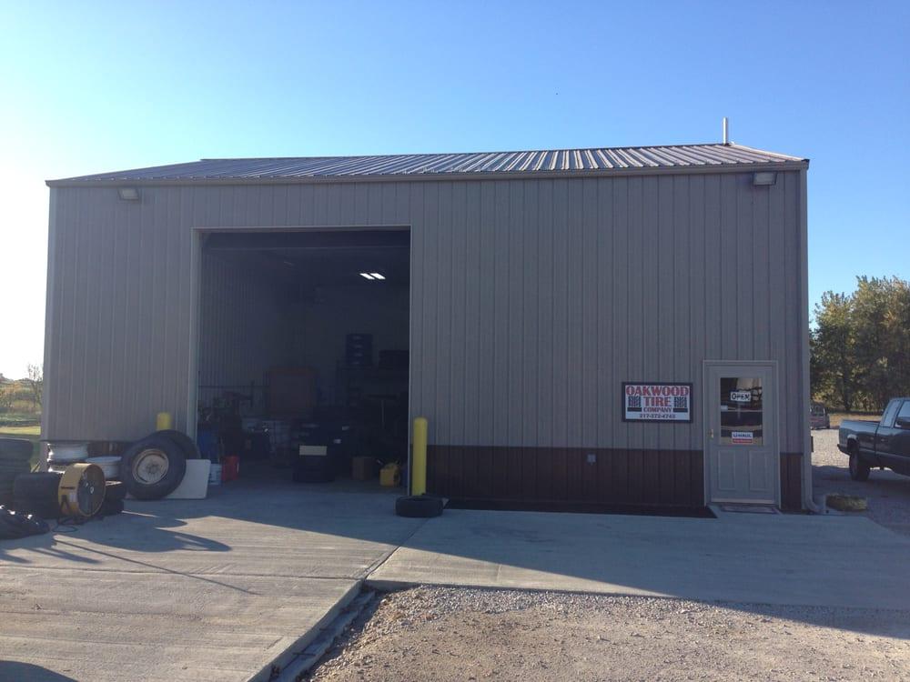 Oakwood Tire Company: 17580 N 450 E Rd, Fithian, IL