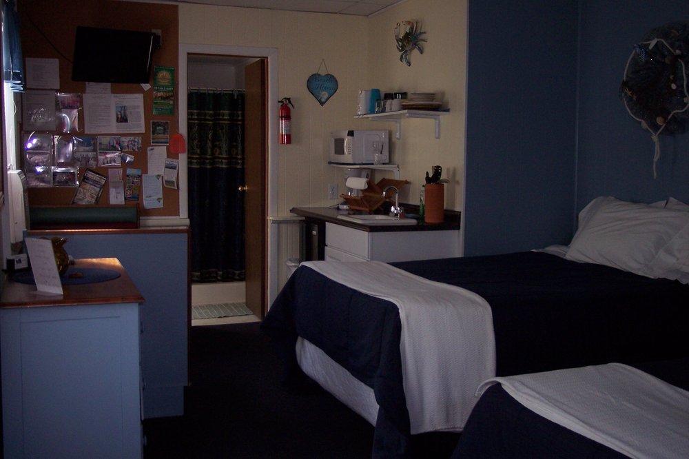 Teasers Fishermans Lodge: 60 Main St, Wachapreague, VA