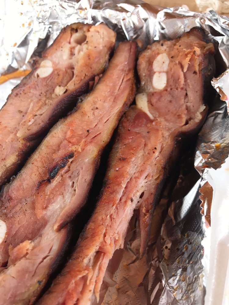 Big Rip's Delicious BBQ: 107 W Main St, Chandler, TX