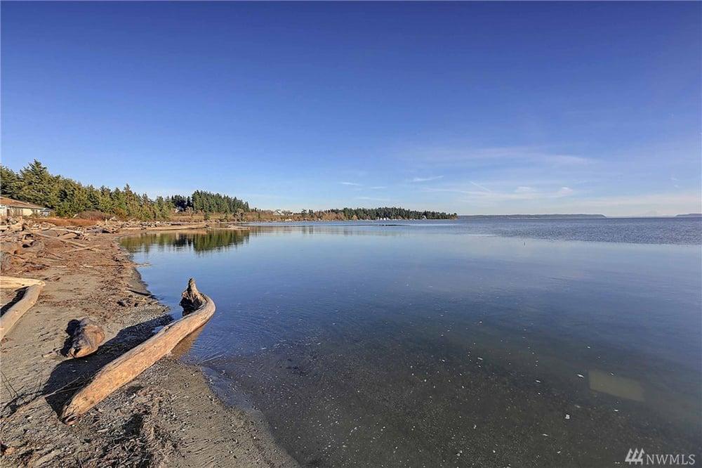 Camano Island Beach Cabin: 864 Livingston Bay Shore Dr, Camano Island, WA