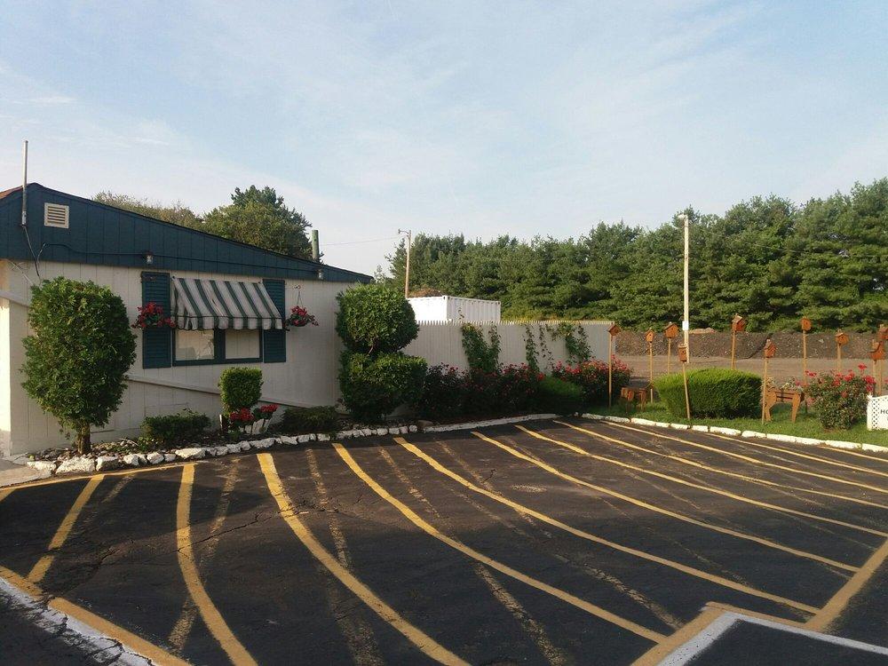 Shore Point Motel: 3360 State Rte 35, Hazlet, NJ