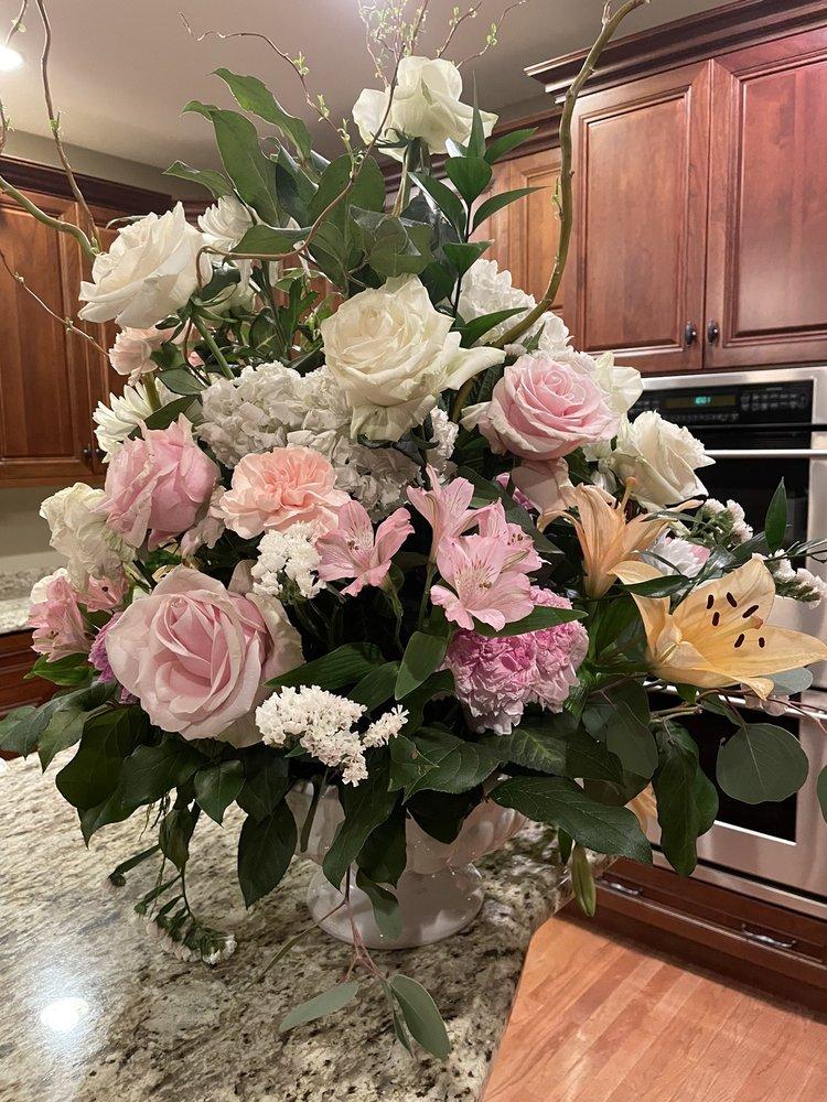 Chantilly Floral: 427 Main St, Harleysville, PA