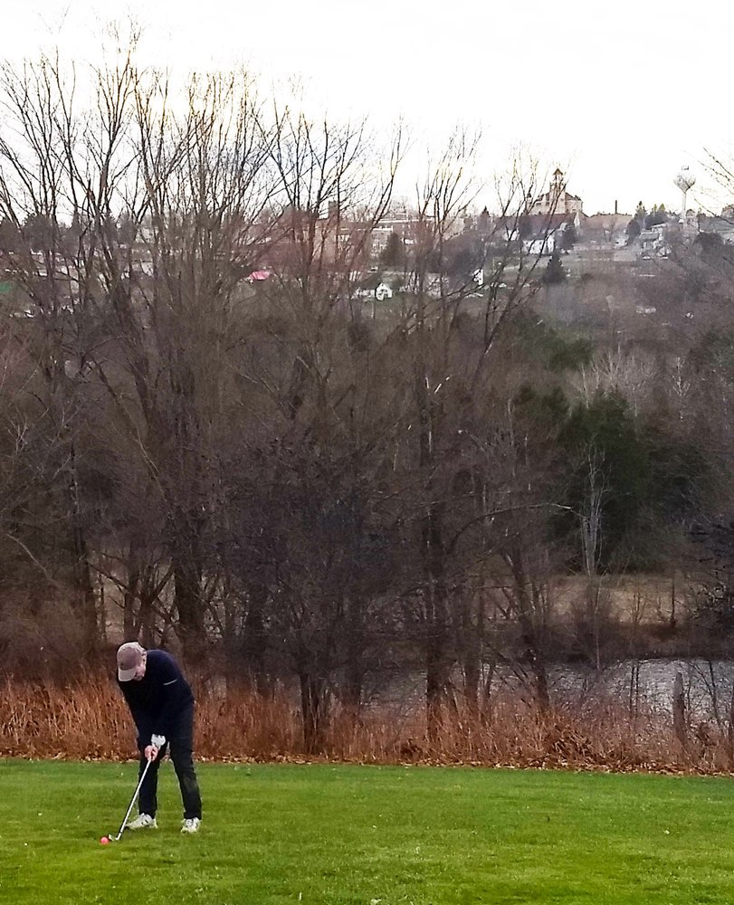 Crystal View Golf Course: 602 Wagner St, Crystal Falls, MI