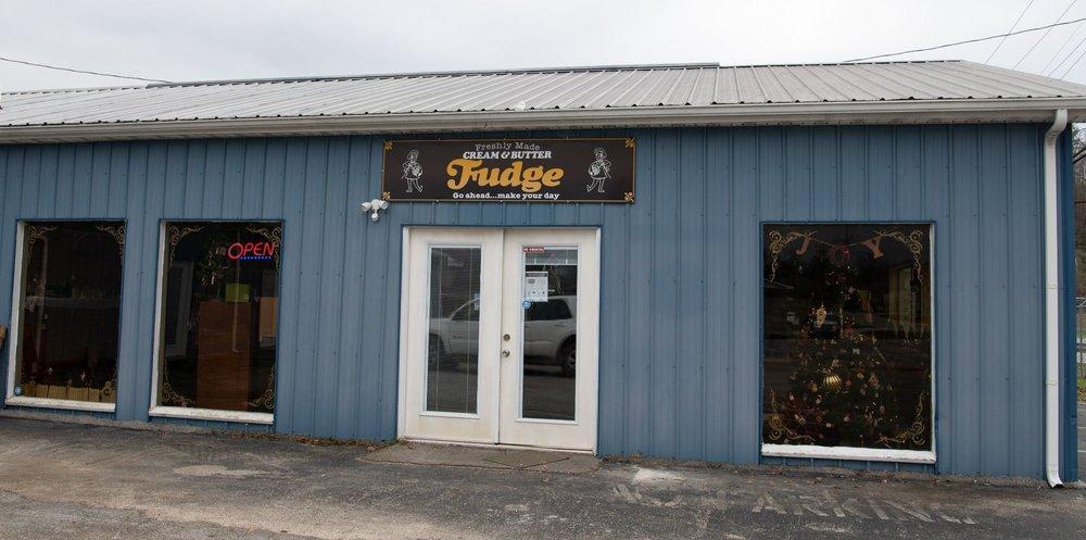 What the Fudge Shoppe: 145 Main St, Campton, KY