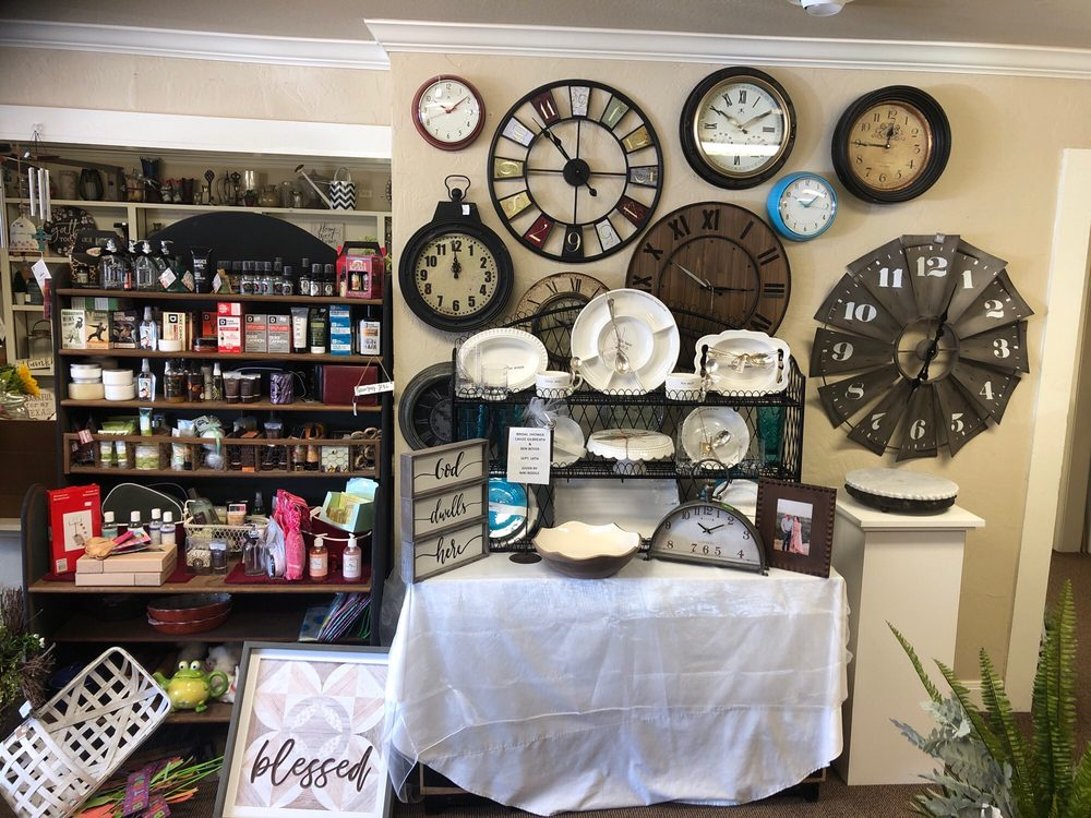 Seale Florist and Gifts: 310 N Broadway St, Dimmitt, TX
