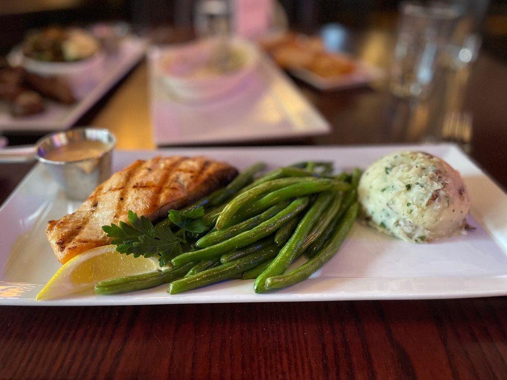Diamond's Steak & Seafood: 101 W Grand River Ave, Howell, MI