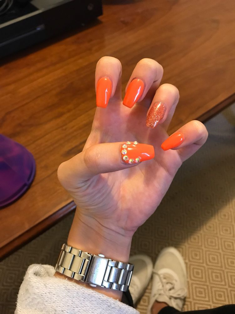 CATIE Nails & Spa: 204 Elm St, Enfield, CT