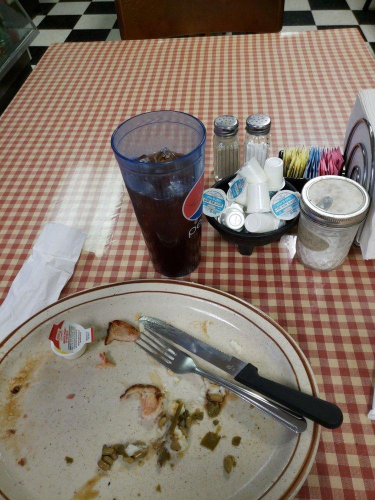 Terri's Country Cafe: 15552 Old Spotswood Trl, Elkton, VA