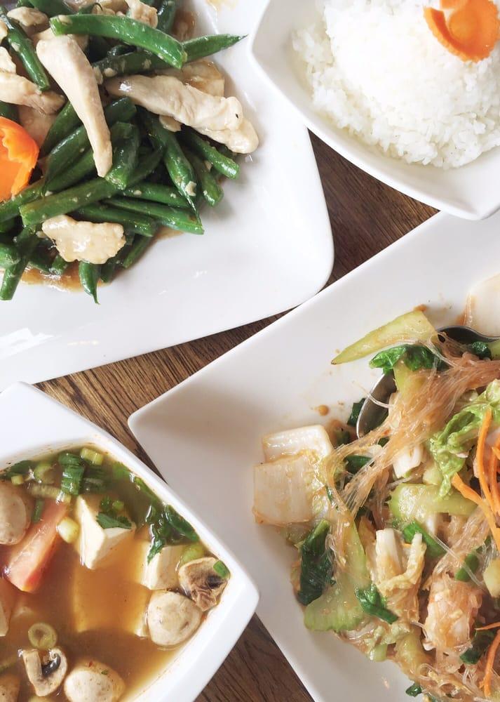 Garlic string beans seafood sukiyaki tofu tom yum yum for Jasmine cuisine