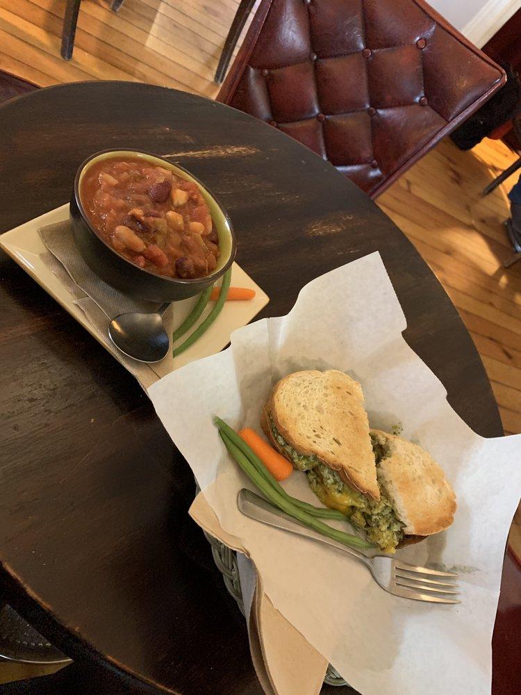 Café Lemont: 921 Pike St, Lemont, PA