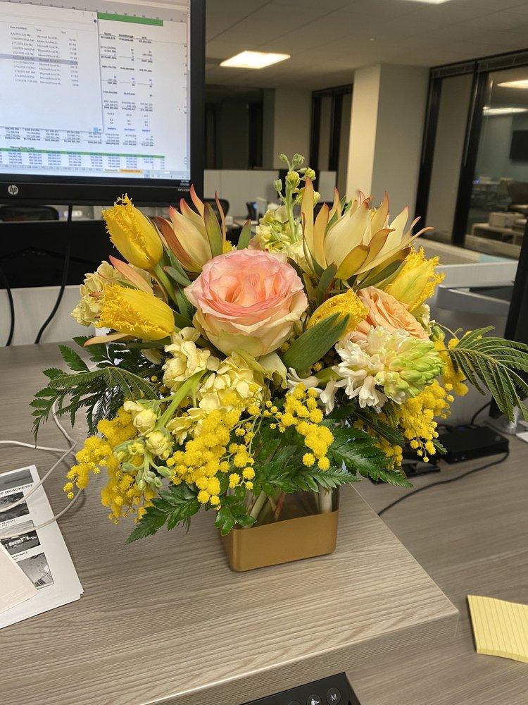 Maley's Flower Shoppe: 919 Burlington Ave, Western Springs, IL