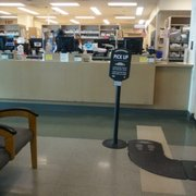 How do you find the hours of pharmacies that accept Kaiser Permanente insurance?