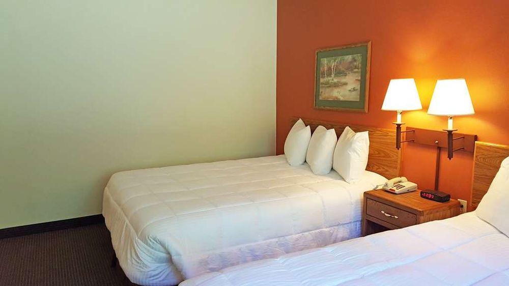 Americas Best Value Inn & Suites Norway: W6002 US-2 Highway, Norway, MI