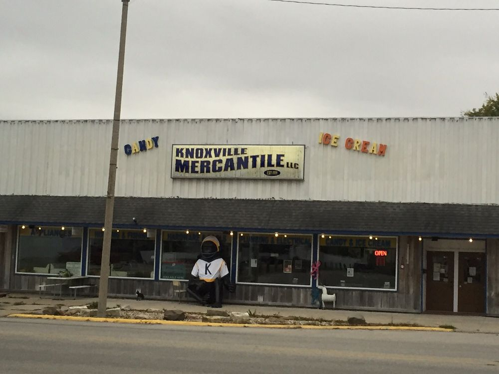 Knoxville Mercantile: 320 E Main St, Knoxville, IL